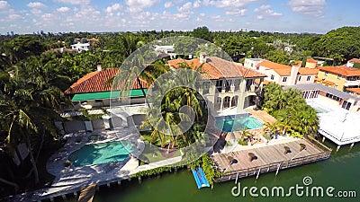 Manoirs aériens de Miami sur l'eau clips vidéos