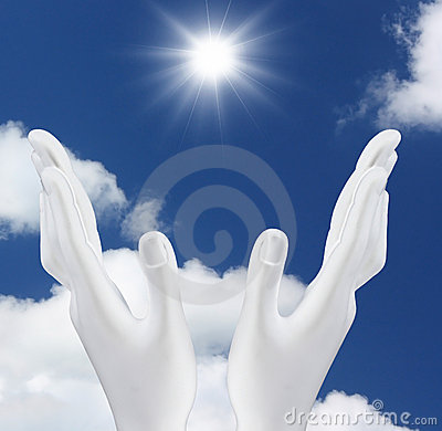 Manos Que Alcanzan Hacia Fuera El Sol Imagenes de archivo - Imagen: 14987804