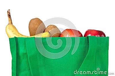 Mantimentos no saco verde reusável