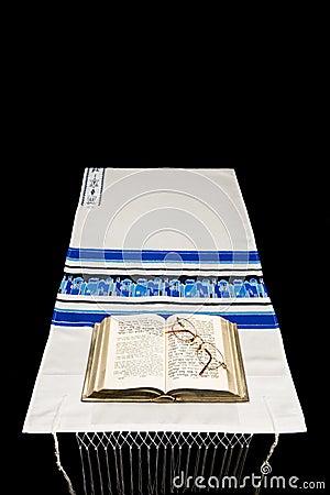 Mantón de rezo judío, rezo BO