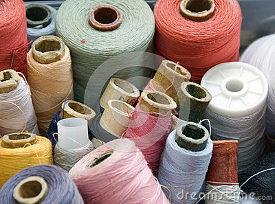 Many different reels of thread for sew