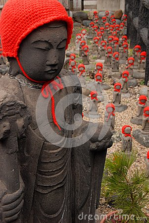 Free Many Jizo With Red Hat Royalty Free Stock Images - 39314179