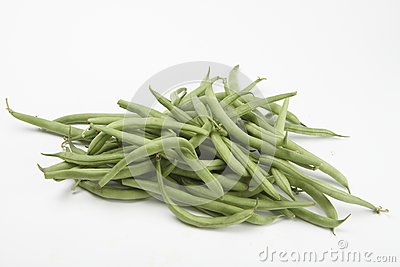 Many raw green beans