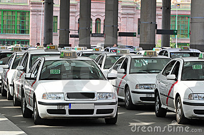 Many taxis waiting for passenger