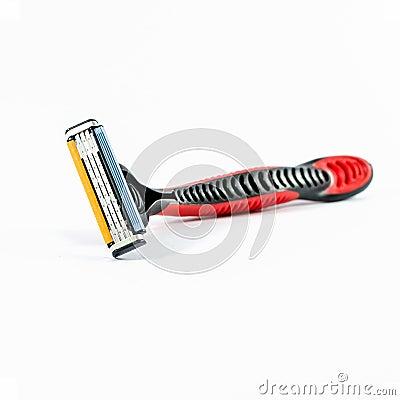 maquinilla-de-afeitar-que-afeita-roja-aislada-41778962.jpg