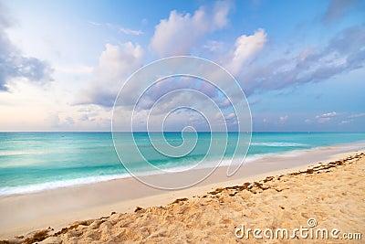 Mar del Caribe en la salida del sol
