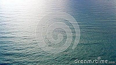 Mar tranquilo minimalista y limpio Vista en ángulo alto almacen de metraje de vídeo