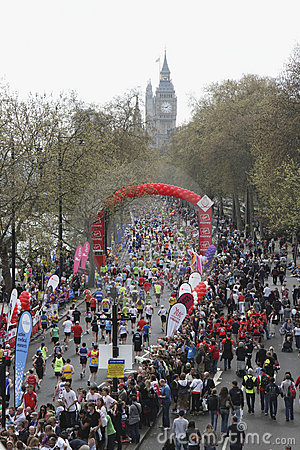 Maratona 2010 de Londres patrocinada por Virgin Imagem de Stock Editorial