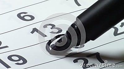 Marcado de la fecha en el calendario almacen de metraje de vídeo