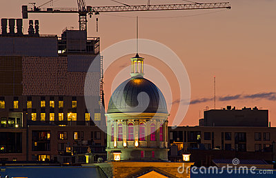 Marche Bonsecours at dusk