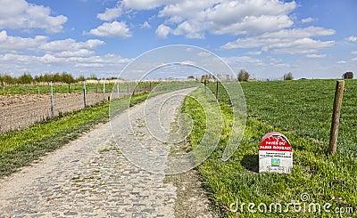 Marco miliário de Paris Roubaix Foto Editorial