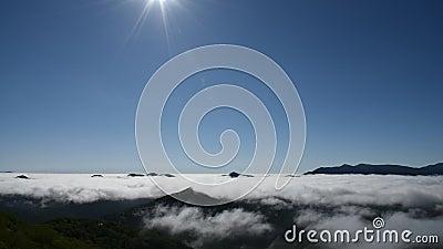 Mare delle nubi Vista di panorama da Unkai Terraceoins con il logo di Mastercard su fondo archivi video