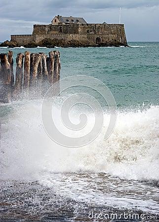 Mares nacionais e tormentosos do forte