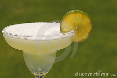 A margarita cocktail with lime