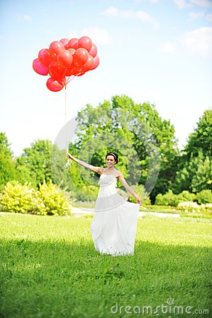 Mariée avec des ballons