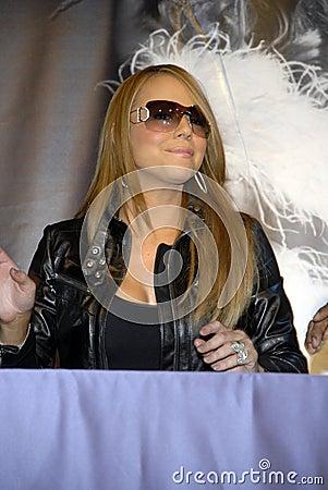 carey cd mariah. MARIAH CAREY AT HER CD SIGNING