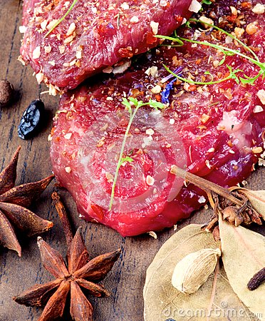 Free Marinated Raw Beef Stock Photo - 112127890