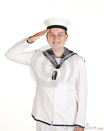 Marinheiro novo que sauda o fundo branco isolado