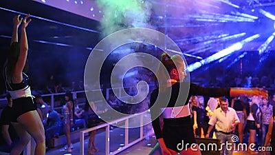 Видео танцовщицы в ночном клубе ночные клубы краснодара la villa