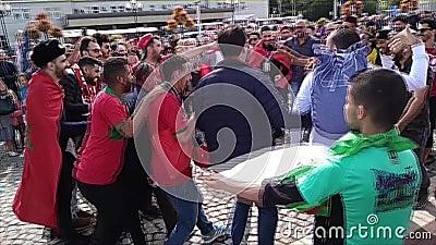 Marockanska fans skanderar slogan och stöttar deras lag lager videofilmer