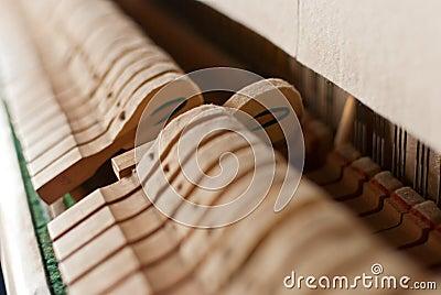Martelo preto ereto do piano