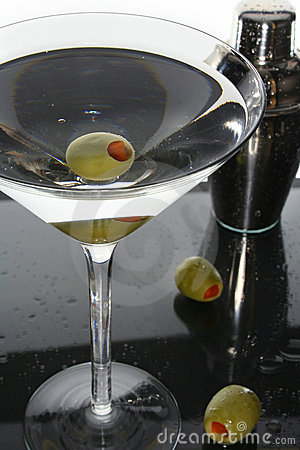 Free Martini Cocktail Drink And Olives Stock Images - 5829344