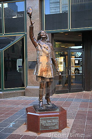 mary-tyler-moore-statue-minneapolis-2123