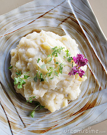 Free Mashed Potato With Herbs Royalty Free Stock Images - 14065169
