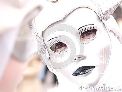 Masked glance