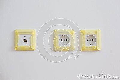 Masking and protecting power sockets