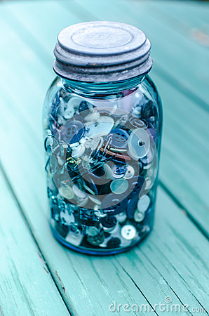 Free Mason Jar Filled With Buttons Royalty Free Stock Photography - 43220397