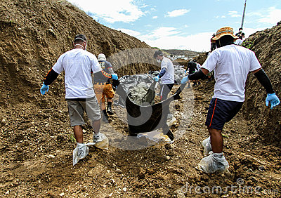 Mass grave for victims of typhoon Haiyan in Philippines Editorial Stock Image