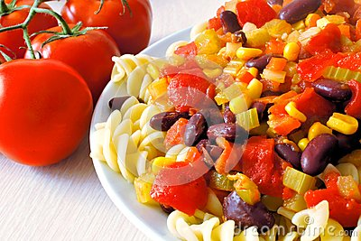 Massa do vegetariano com tomates