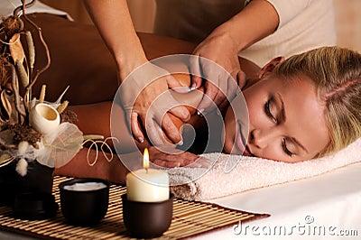Massage van shuolder