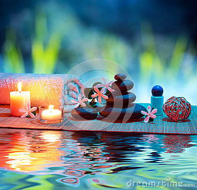 Free Massage With Candles And Tiare Royalty Free Stock Photography - 32640457