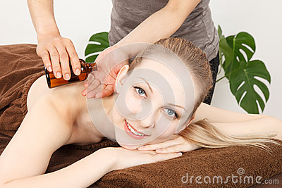 Massage a young woman