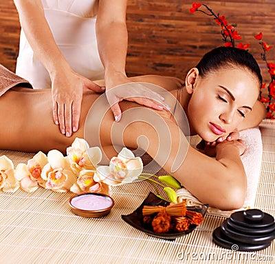 Free Masseur Doing Massage On Woman Body In Spa Salon Royalty Free Stock Photo - 35879365