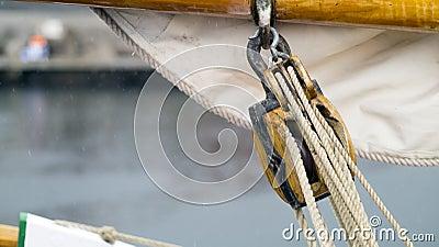 Mast pulley