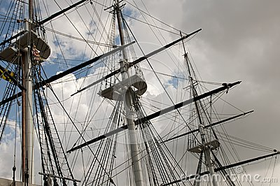 Mast and sailboat rigging
