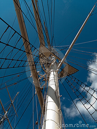 Mast and shrouds on sq-rigged shp