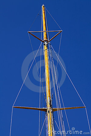 Free Masthead Wooden Mast Against Blue Sky Royalty Free Stock Photo - 20995935