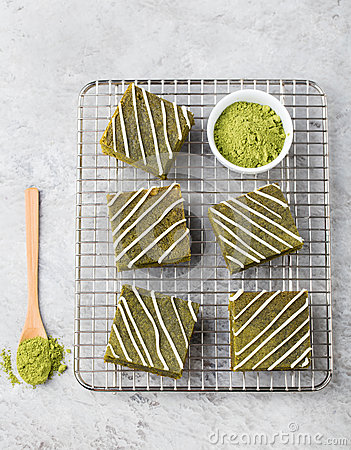 Free Matcha Green Tea Brownie Cake With White Chocolate On A Cooling Rack Grey Stone Background Top View Copy Space Stock Photography - 71520222