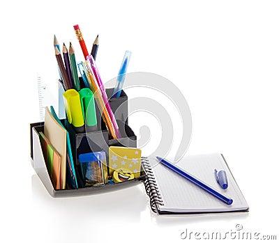 Materiales de oficina y bloc de bocetos foto de archivo for Equipos mobiliarios y materiales de oficina