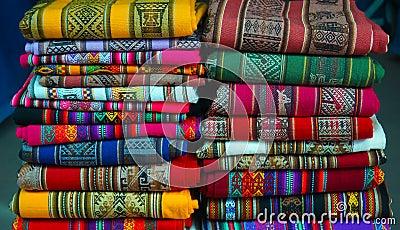 Matérias têxteis peruanas coloridas