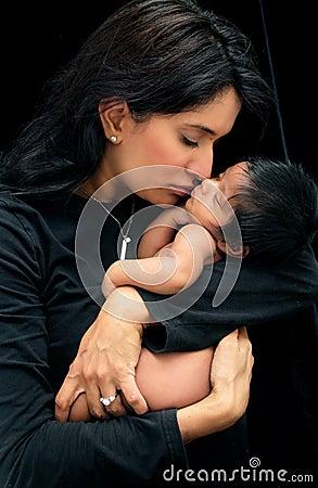 Matriz e bebê recém-nascido