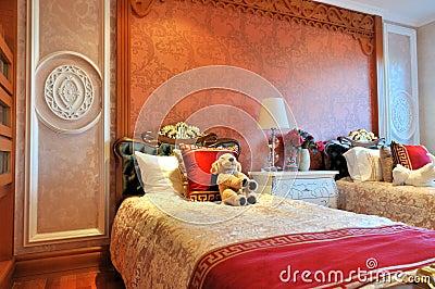 Mattina della camera da letto dei bambini accurati