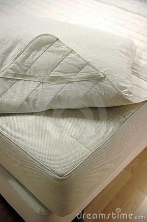 Free Mattress And Bed Cover Royalty Free Stock Photography - 17498687