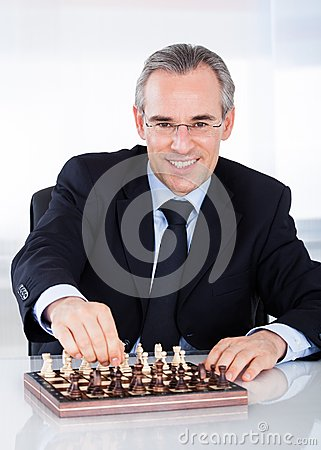Free Mature Businessman Playing Chess Royalty Free Stock Images - 35315279
