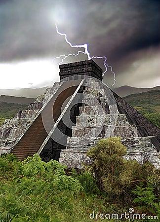 Free Mayan Pyramid Stock Photography - 22437922
