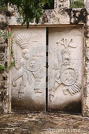 Free Mayan Stone Gate Royalty Free Stock Photography - 35724137